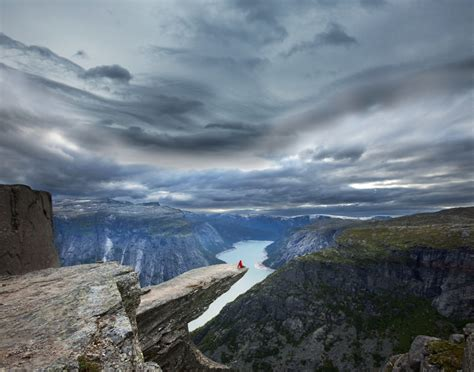 26 Jaw Dropping Pictures Of Trolltunga Norways Legendary