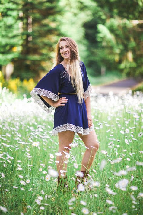 Senior pictures. summer outfit. summer photoshoot. cute outfit ideas. senior picture ideas. | SM ...