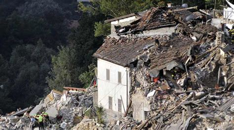 italy earthquake death toll nears 250 as rescuers search