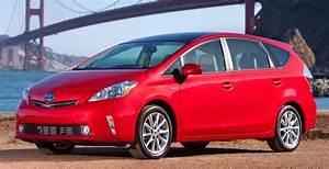 Toyota Prius Versions : the toyota prius v a hybrid that hauls more stuff the new york times ~ Medecine-chirurgie-esthetiques.com Avis de Voitures