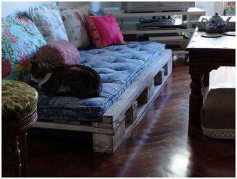 matelas pour canapé palette 30 idées incroyables pour fabriquer un canapé en palette