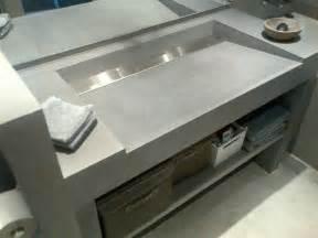 cuisiniste salle de bain zoom sur le meuble de salle de bain en beton lege
