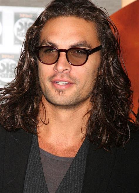 coupe homme cheveux mi cheveux homme exemples et astuces pour se pousser les cheveux longs archzine fr
