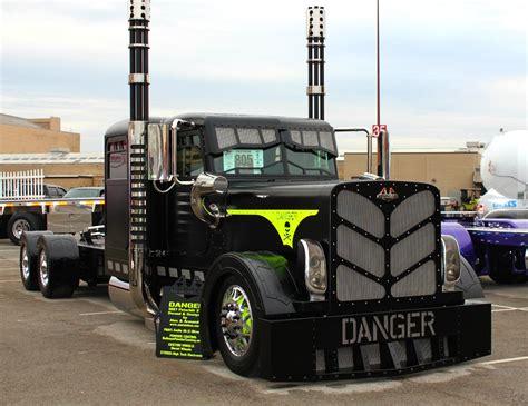 Photos Of Cool Custom Semi Trucks