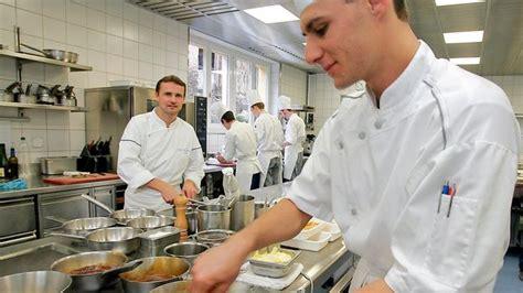 salaire chef de cuisine suisse ces chefs quot toqués quot de cuisine ou quand excellence rime