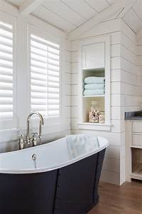 Nantucket shingle cottage with modern coastal interiors for Nantucket style bathrooms