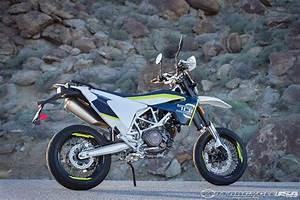 Husqvarna 701 Supermoto : 2016 husqvarna 701 supermoto and 701 enduro first ride review motorcycle usa the motorcycle ~ Medecine-chirurgie-esthetiques.com Avis de Voitures