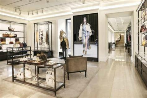 appearance  burberry milano luxury topics luxury