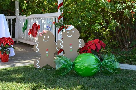 gingerbread home decor made out of paper plates