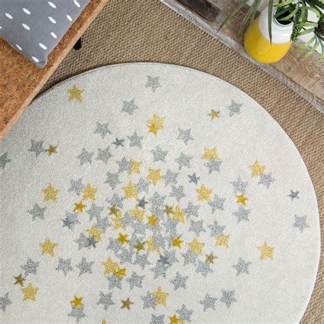tapis chambre de bébé tapis rond étoiles grise et jaune chambre bebe par