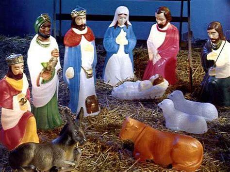 alternative nativity scenes pee wees blog