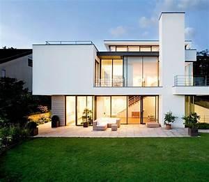 Schöner Wohnen Gartengestaltung : villen zeitlose wei e villa am hang sch ner wohnen ~ Bigdaddyawards.com Haus und Dekorationen