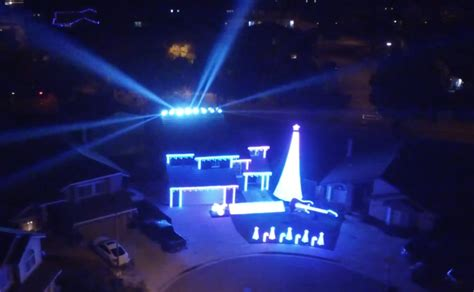 holiday lights and movie sites this is amazing 70 000 christmas lights set to star wars