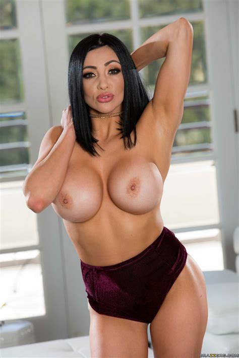 Brunette With Big Tits Likes Casual Sex Photos Audrey