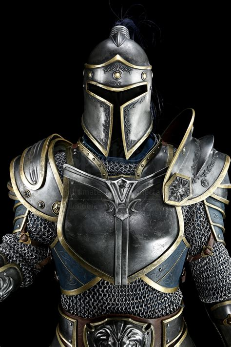 Alliance Knight Armor with Poleaxe - Current price: $15000