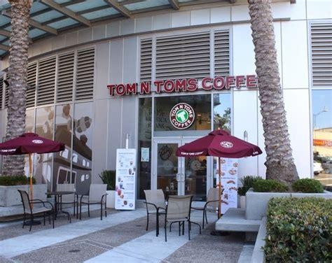 Приглашение деда мороза и снегурочки нг2020. Tom n Toms Coffee - Kirbie's Cravings