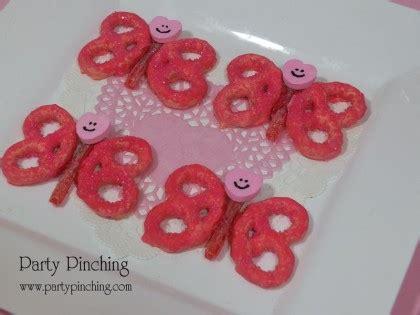Easy Valentine Pretzel Buttons