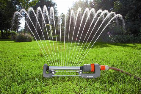 comment faire l arrosage sa pelouse cvert entretien de gazon