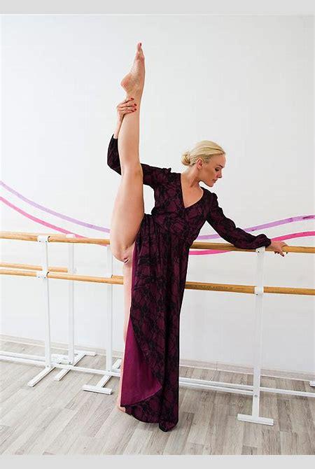 Nude flexible girls