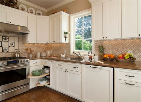 white shaker cabinets the trend in kitchen design