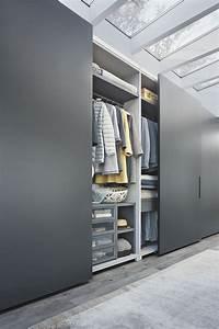 armoire de chambre contemporaine en bois laque a porte With porte de garage et porte de chambre sur mesure