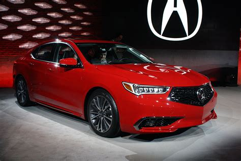 updated  acura tlx debuts  swanky  grille