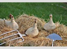 GartenAccessoires von Keimzeit Handgefertigte KeramikHühner