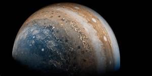 NASA's Juno probe beams back stunning new photos of ...