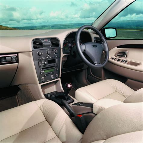 volvo  estate review   parkers
