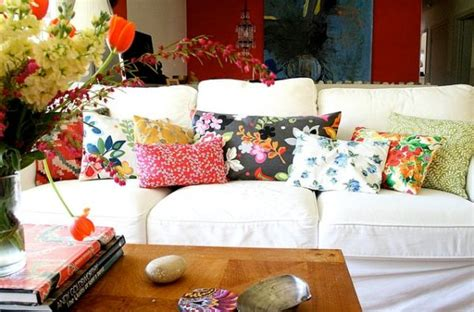 A Simple And Forever Stylish Combination White Sofa And