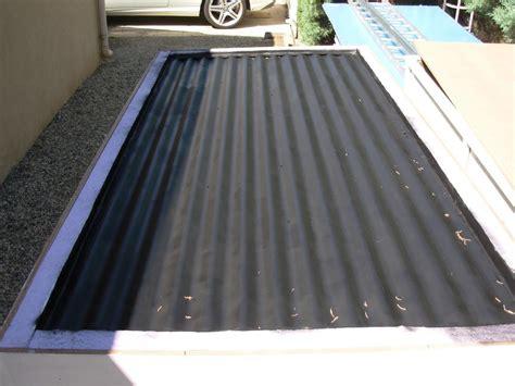 panneau solaire chauffage maison maison de famille avec les panneaux solaires sur le toit pour