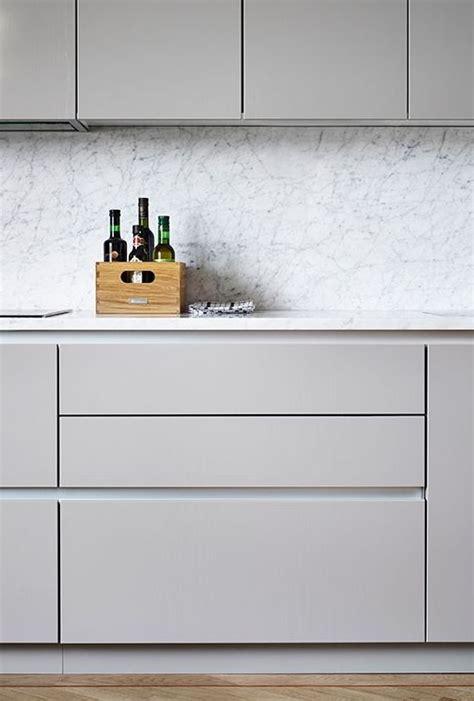 cuisine gris clair le gris dans la cuisine cocon de décoration le