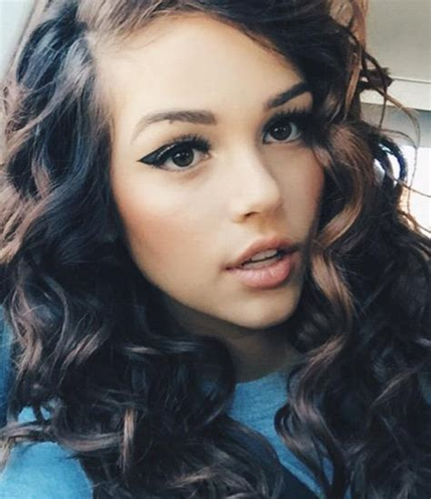 Maggie Lindemann's Hairstyles & Hair Colors   Steal Her Style