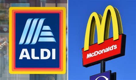 aldi nyheter uk supermarket lanserar mcdonalds big mac inspirerade hamburgare foer bara  pund