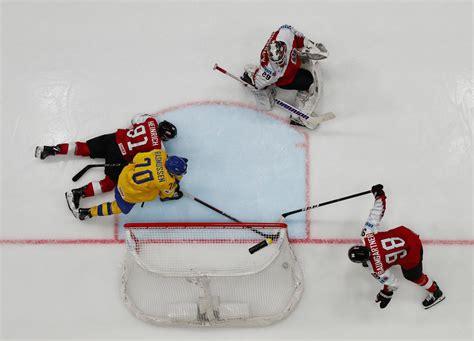 Zviedrijas hokejistiem graujoša uzvara pār Austriju, Kanāda līdzīgā spēlē pārspēj Franciju ...