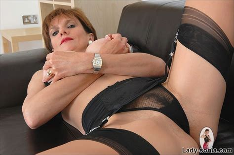 Busty Milf In Nylon Panties And Stockings Pichunter