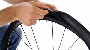 Reifen Auf Felge Ziehen : schlauch beim rennradreifen wechseln anleitung und tipps ~ Watch28wear.com Haus und Dekorationen