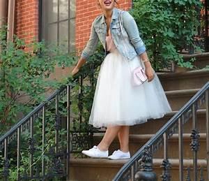 Kleid Mit Jeansjacke : 23 arten eine jeansjacke an ihrer hochzeit zu schaukeln style pinterest ~ Frokenaadalensverden.com Haus und Dekorationen