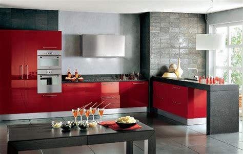 el rojo esta de moda en los muebles de cocina modernos