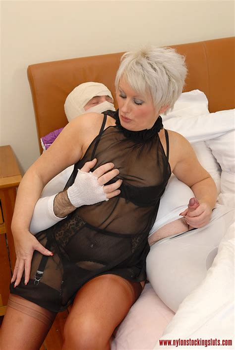 Blonde Mature Mil In Awesome Nylons Gets He Xxx Dessert