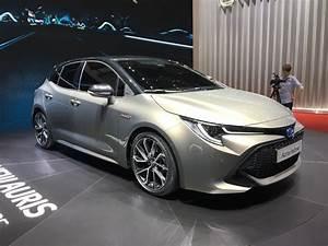 Toyota Auris Design : toyota auris jolie maquette vid o en direct du salon de gen ve 2018 ~ Medecine-chirurgie-esthetiques.com Avis de Voitures