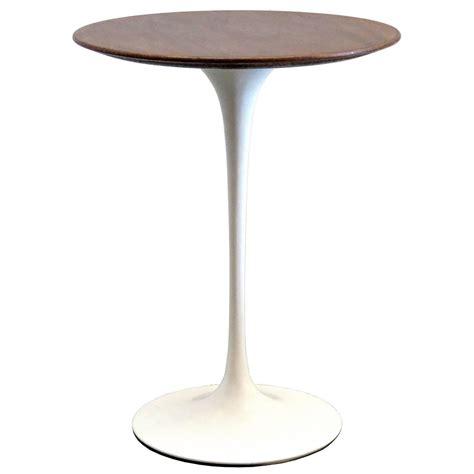 eero saarinen tulip table eero saarinen for knoll 1950s walnut tulip table at 1stdibs