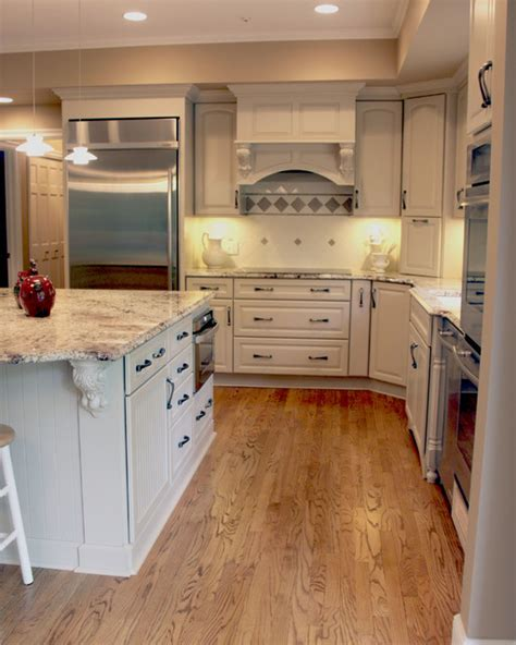 Undercabinet Lighting Ideas Cleveland Traditional
