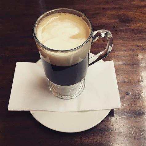 laptop  drinking coffee mit laptop und kaffee