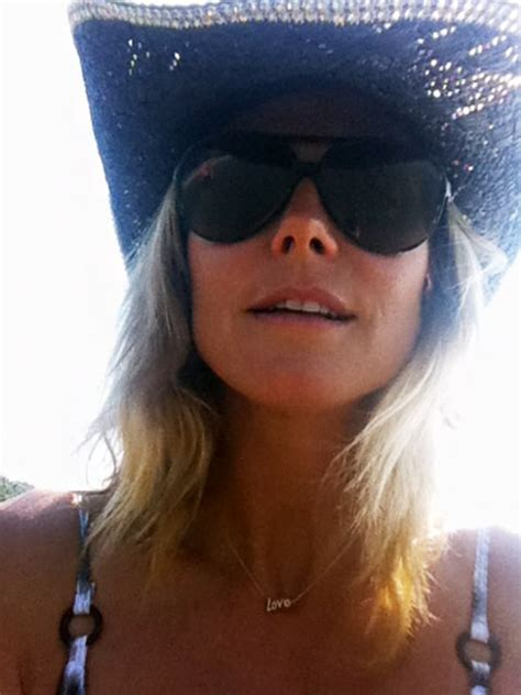 Whoa Heidi Klum Shows Off Cleavage Skimpy Bikini