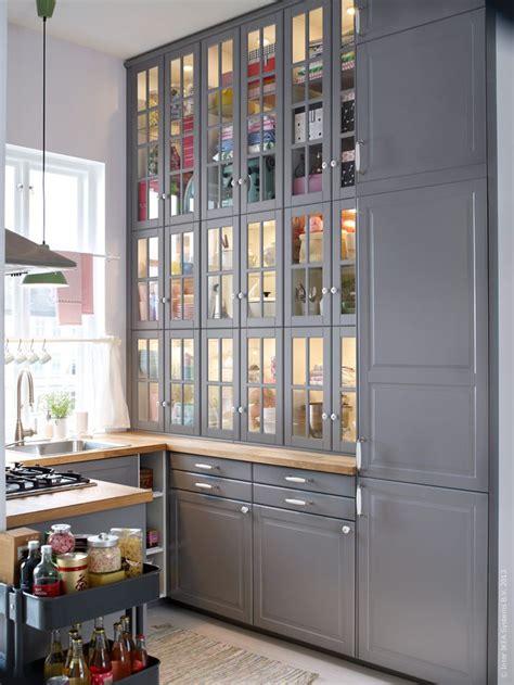 vitrine cuisine ikea metod kök med bodbyn luckor och lådfronter kök