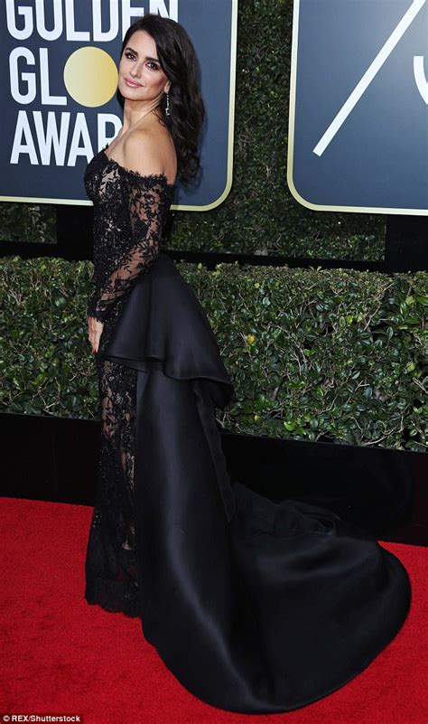 Penelope Cruz stuns in black lace couture at Golden Globes ...