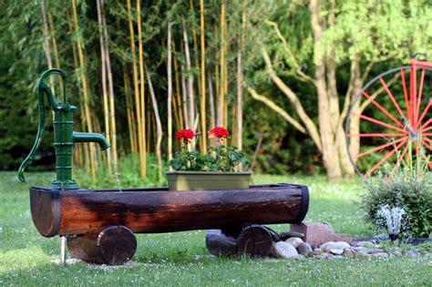 Brunnen Bohren Immer Wasser Im Eigenen Garten by Im Eigenen Garten Einen Brunnen Graben