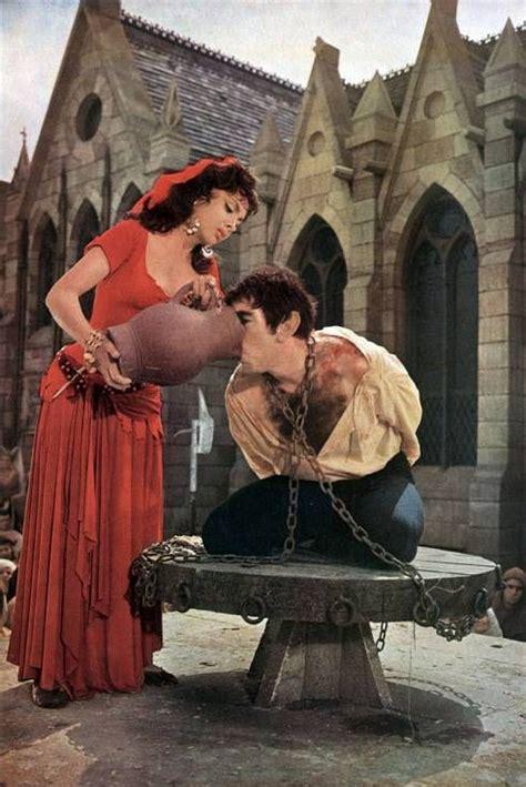 esmeralda gina lollobrigida  quasimodo anthony quinn