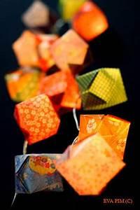 Guirlande Lumineuse Papier : guirlande lumineuse origami cubes papier japonais eva pim ~ Teatrodelosmanantiales.com Idées de Décoration